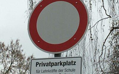 Bitte um Beachtung: Parkplatz für Lehrkräfte an der IGS FT